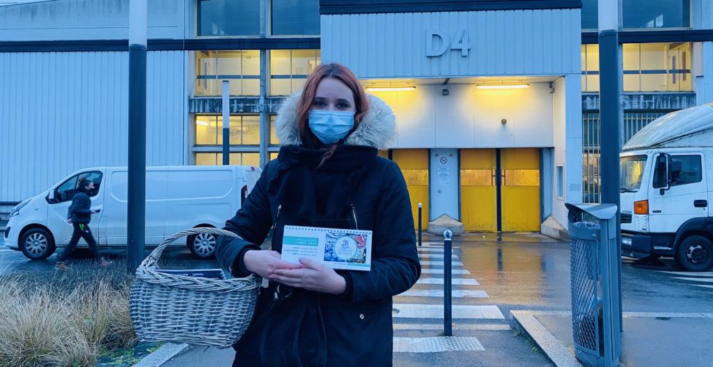 Lucie sur le MIN de Rungis lors de la distribution de cadeaux